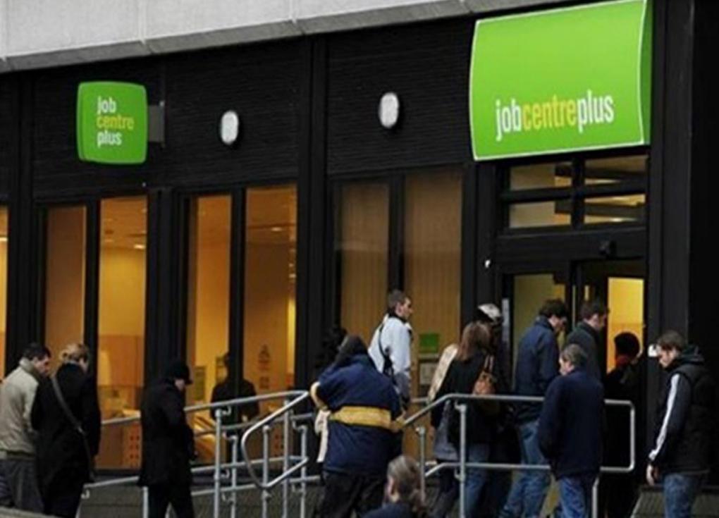 البطالة في بريطانيا عند أدنى مستوى منذ 45 عاما