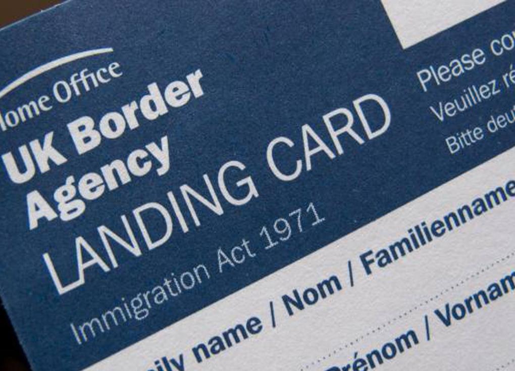بريطانيا تلغي استمارة بيانات الدخول.. لاحاجة لتعبئة بطاقة الهبوط