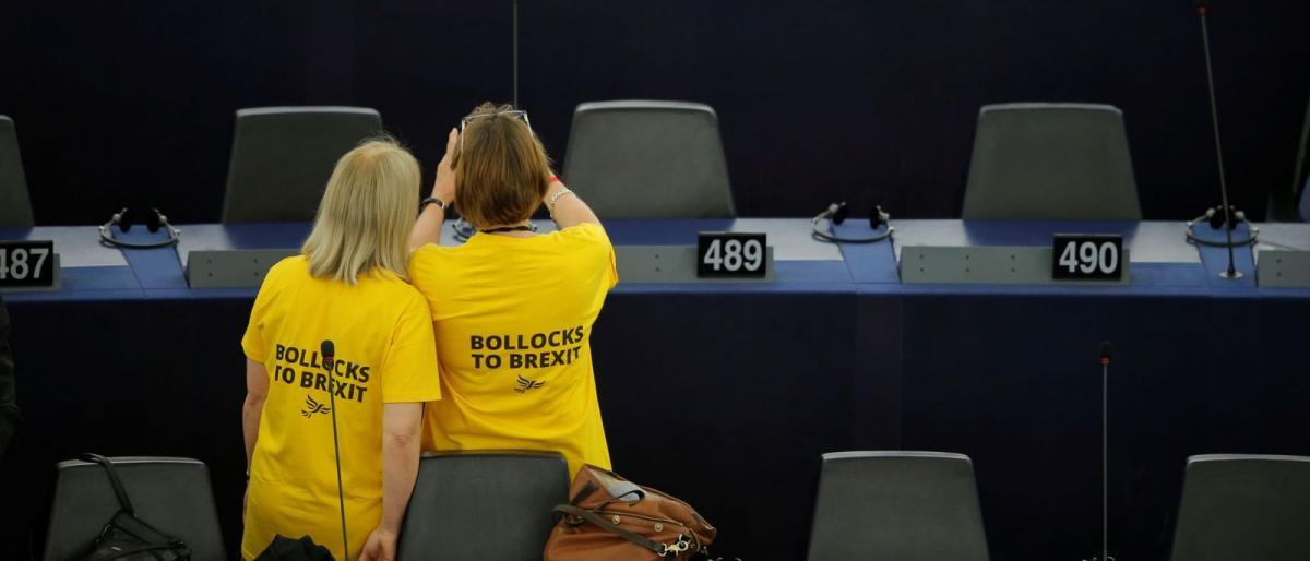 هكذا أدار نواب حزب فراج ظهورهم للنشيد الأوروبي الموحد