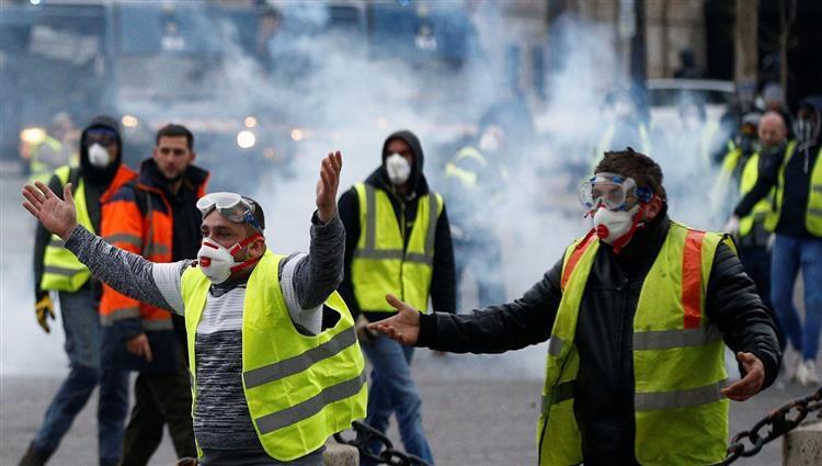 باريس: توقيف 175 شخصا في تظاهرات اليوم الوطني