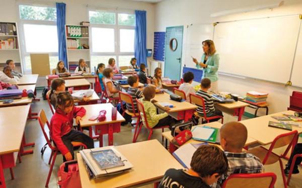 فرنسا تبدأ في سبتمبر حظر استعمال الهواتف في المدارس والمعاهد
