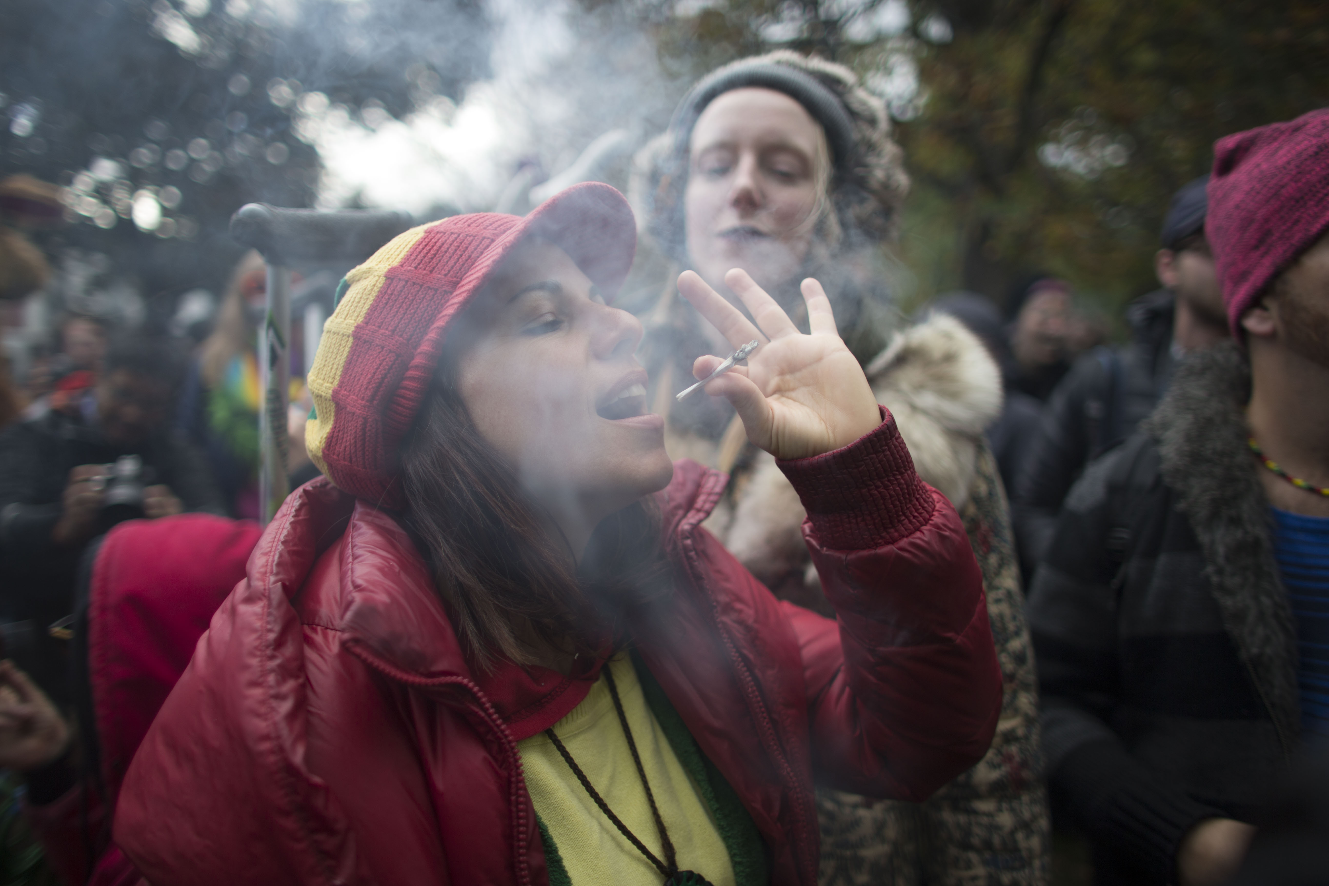 دراسة بريطانية: دخان السجائر يعطل عمل المضادات الحيوية