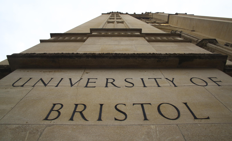نظام إنذار مبكر لعلاج ظاهرة الإنتحار في صفوف طلاب جامعة بريستول