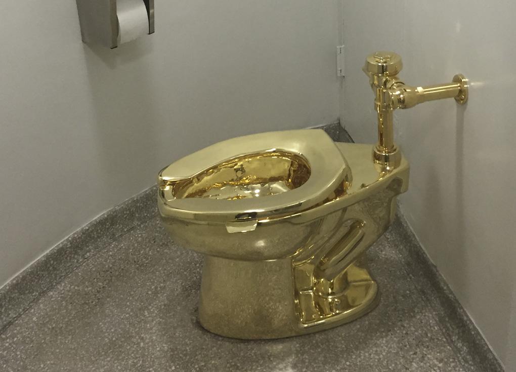 سرقة مرحاض ذهبي من أحد قصور بريطانيا