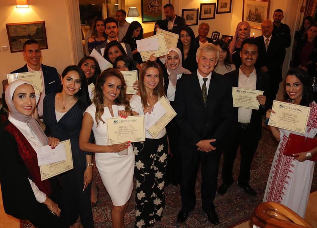 منحة مجانية: بريطانيا تستقبل 15 طالباً من الأردن