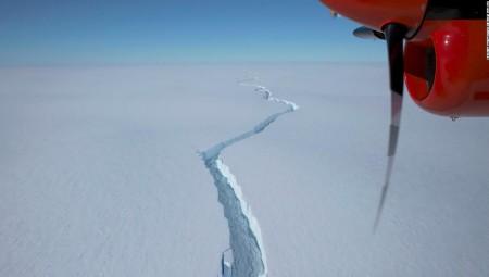 انفصال جبل جليدي ضخم عن كتلته قرب محطة بريطانية في أنتركتيكا