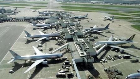 حديث عن حجز طائرات بمطار لندن خشية وجود مرضى بكورونا