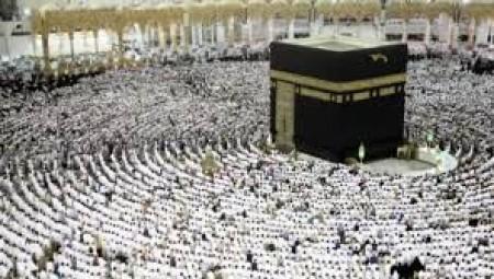 الحرم المكي.. عودة الجُمع والجماعات بعد أيام