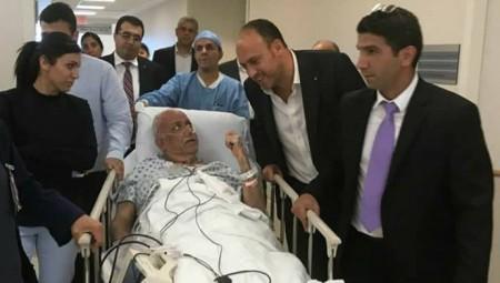 نقل عريقات للمستشفى لتدهور حالته الصحية جراء الإصابة بكورونا