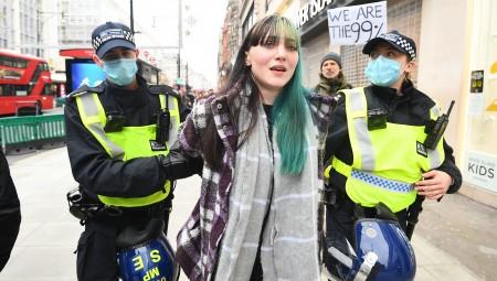 بريطانيا.. اعتقالات في صفوف متظاهرين مناهضين للإغلاق العام