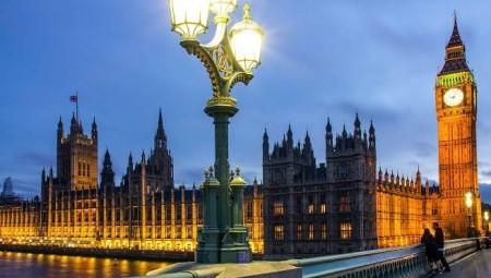 طالبو لجوء في بريطانيا يعرضون خدماتهم لمواجهة كورونا