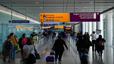 ازدحام شديد في مطار هيثرو و لا إجراءات تتعلق بالتباعد الإجتماعي