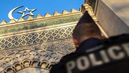 فرنسا.. تعتمد مشروع قانون يستهدف المسلمين