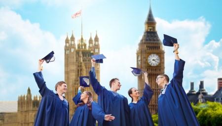 الجامعات البريطانية تقدم حوافز مالية مقابل تأجيل الدراسة
