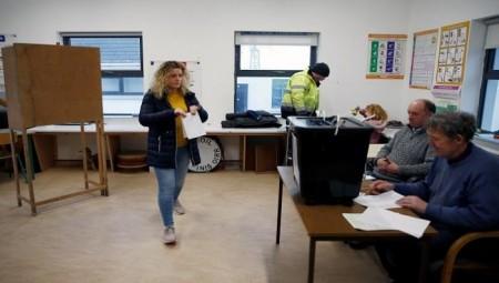 إيرلندا تنتخب برلمانها على وقع بريكست