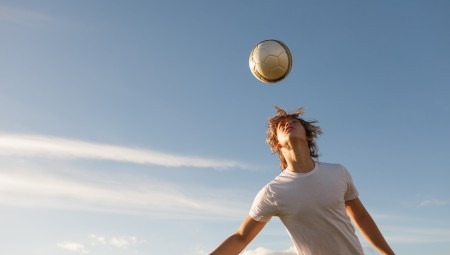 اتحاد اسكتلندا لكرة القدم يمنع اللاعبين دون سن ال 12 من أداء التمارين الرأسية.. و هذا هو السبب