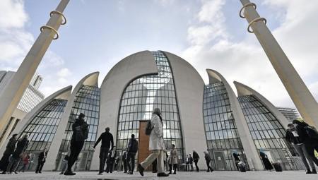 صادم.. ألمانيا تنجو من حمام دم كان يستهدف المساجد