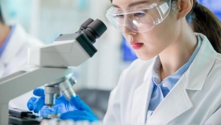 دراسة صينية تؤكد بقاء الفيروس في الجسم حتى بعد التعافي