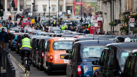 غالبية البريطانيون يعارضون بشدة تخفيف الإغلاق الناتج عن فيروس كورونا
