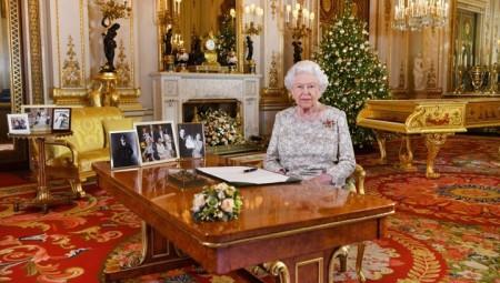 الملكة إليزابيث توجه رسالة للشعب تثمن فيه جهودهم و الطواقم الطبية