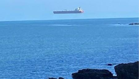 سفن بريطانية تحلق فوق سطح الماء.. فما السر؟