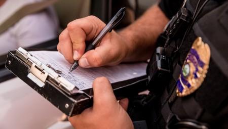 محكمة بريطانية تحكم على رجل بالسجن لمدة 6 أشهر بعد السعال في وجه ضابط شرطة