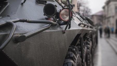 الشرطة البريطانية تستعد لشراء أسطول مركبات عسكرية جديدة للتصدي لأعمال الشغب
