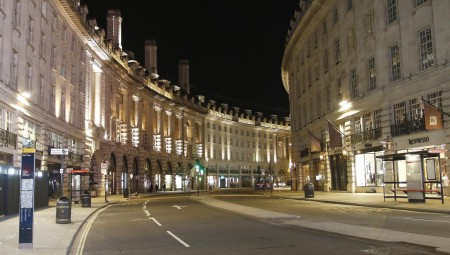الحكومة البريطانية تستعد لعرض خطة تشمل فتح المدارس على بوريس جونسون