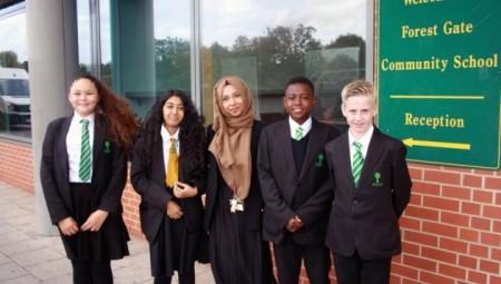أصغر مديرة مدرسة في المملكة المتحدة امرأة مسلمة