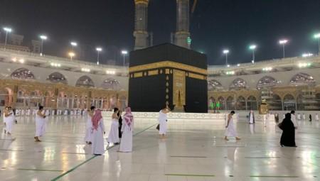 المسجد الحرام يستعيد المعتمرين