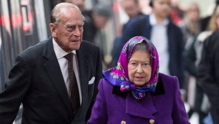 الملكة إليزابيث الثانية وزوجها يتلقيان اللقاح المضاد لكوفيد-19