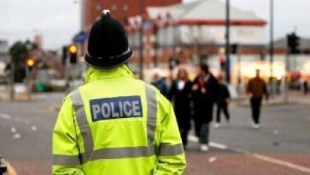 البريطانيون يتحدون التباعد لحضور حفلات غير قانونية