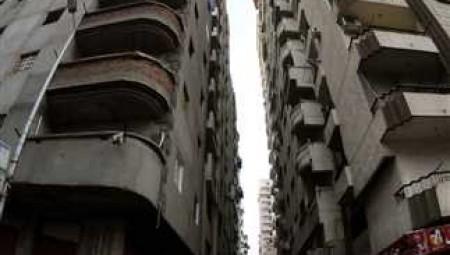 مصري يلقي بزوجته من الطابق الخامس بسبب كورونا