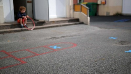 إصابة 20 شخصا بفيروس كورونا بعد تفشيه في حضانة أطفال