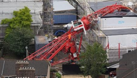 انهيار رافعة في لندن يودي بحياة سيدة