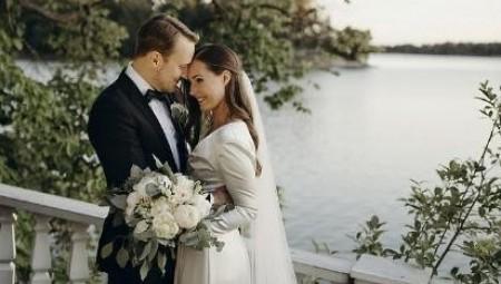 بعد قصة حب لمدة 16 عاماً.. أصغر رئيسة وزراء في العالم تحتفل بزفافها