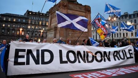 معظم الإسكتلنديين يرغبون في تنظيم استفتاء للاستقلال عن بريطانيا