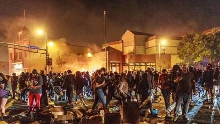 هولندا.. مواجهات مع الشرطة وأعمال نهب في تظاهرات ضد حظر التجول