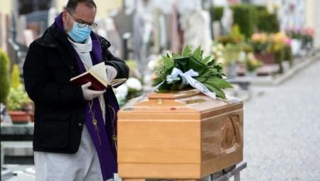 إسبانيا تتجاوز 60 ألف وفاة جراء كوفيد-19