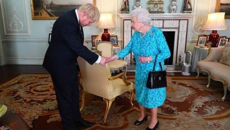 قصر باكنغهام: الملكة إليزابيث التقت رئيس الوزراء المصاب بكورونا قبل 16 يوم