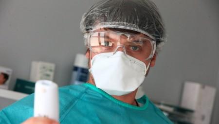 علماء صينيون: فيروس كورونا يستقر على الأقنعة الطبية 7 أيام