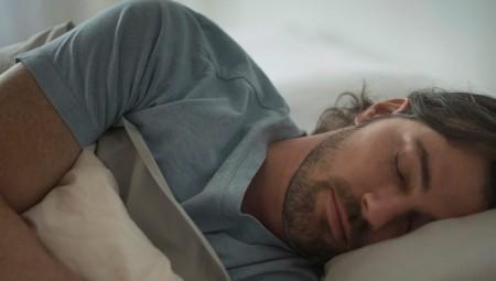 كيف تؤثر الجينيات على عدد الساعات الكافية للنوم؟