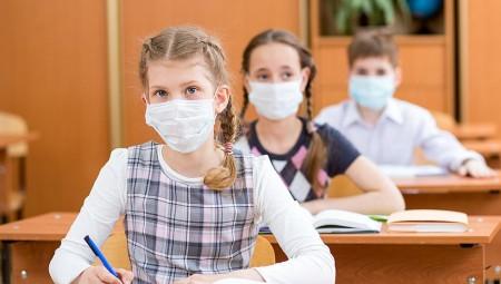 مدير إحدى المدارس الرائدة في بريطانيا يهاجم التوجيهات الحكومية الصحية