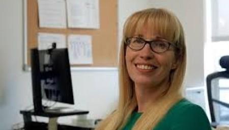 رئيسة هيئة تنظيم الامتحانات Ofqual تقدم استقالها عقب فضيحة النتائج التي ضجت بها البلاد