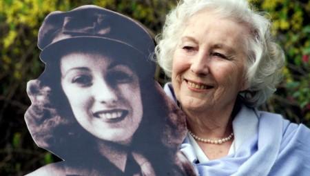 بريطانيا تفقد أسطورة الغناء فيرا لين عن 103 سنوات