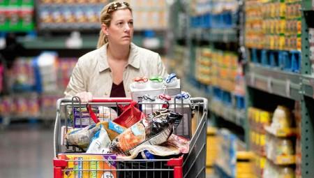 بريطانيا تسجل تحسنا في مبيعات التجزئة وارتفاعا في عجز الميزانية