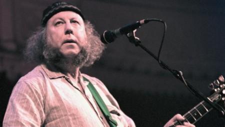 وفاة عازف الغيتار بيتر غرين أحد مؤسسي فرقة فليتوود ماك