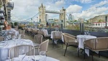 بريطانيا.. انتعاش قطاع المطاعم بفضل قرار الحكومة بدفع نصف الفاتورة