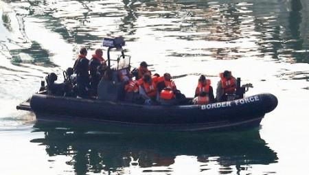 قاض بريطاني يلغي رحلة مخصصة لترحيل 20 لاجئ