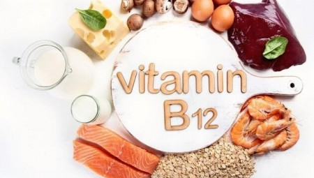 علامة في اذنك قد تعني احتياجك إلى فيتامين B12 الحيوي